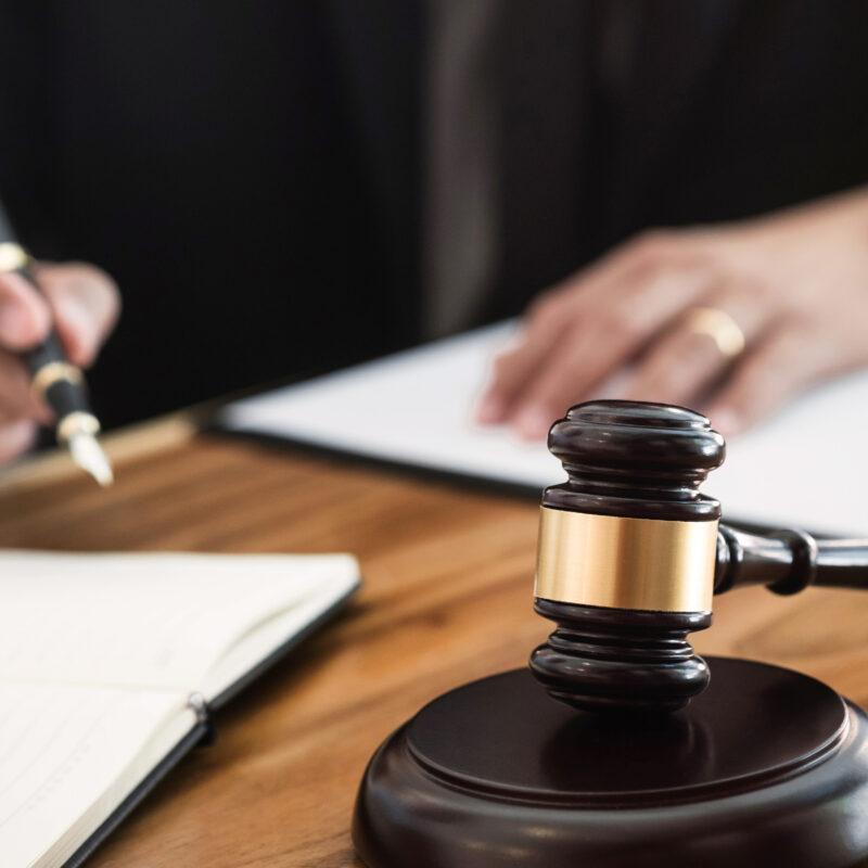 Interruzione del processo per intervenuto fallimento. Le Sezioni Unite stabiliscono che l'interruzione debba essere dichiarata dal giudice.
